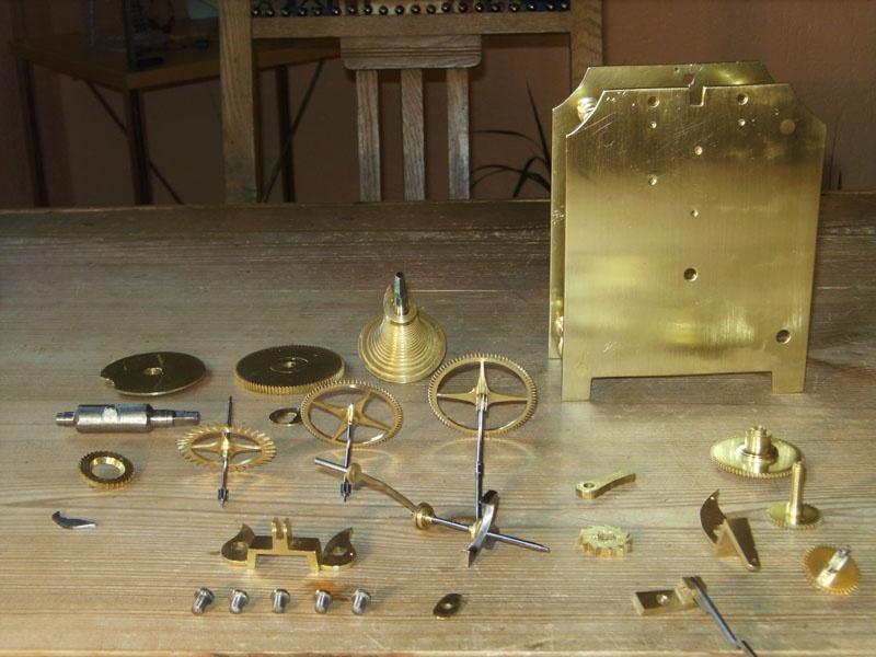 Werkstatt Himbert für Uhren und mehr... Das Werk und seine Einzelteile nach der Reinigung