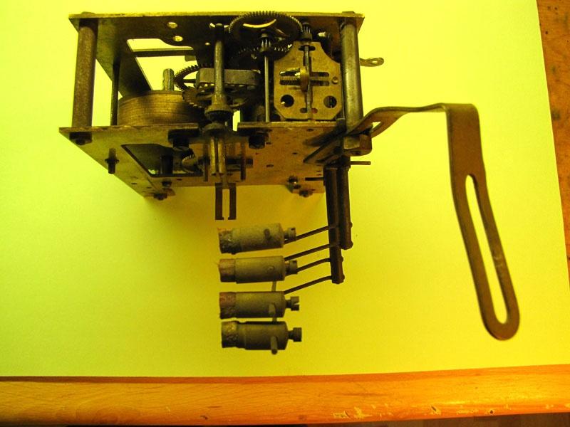 Werkstatt Himbert für Uhren und mehr... Wanduhrwerk vor der Reparatur