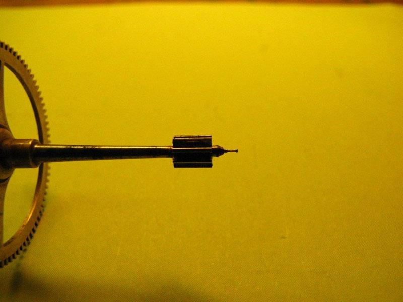 Werkstatt Himbert für Uhren und mehr... Minutenrad einer frz. Pendule - Dieser Zapfen musste komplett erneuert werden
